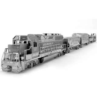 FREIGHT TRAIN GIFT SET INCLUDES ENGINE + 4 CARS
