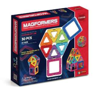 MAGFORMERS MAGNETIC BUILDERS 14PCS  8 TRIANGLES & 6 SQUARES