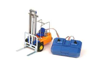 REMOTE CONTROLLED FORKLIFT WITH WIRE